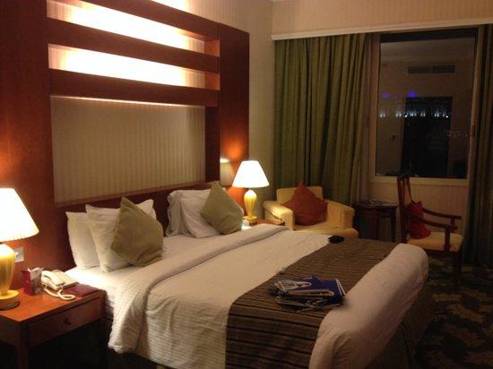 Retaj Al Rayyan Hotel : the bed