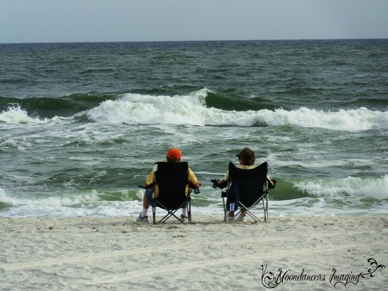 Gulf State Park : Couple sitting by the waters edge