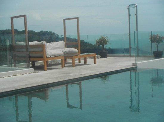 Code : pool side