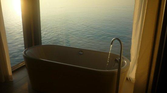 Club Med Kani: Baignoir dans la chambre avec vue sur la mer