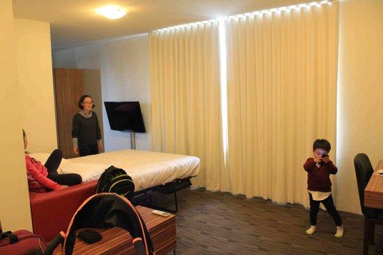 Cambridge Hotel Sydney : 호텔 거실