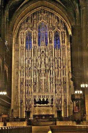 St. Thomas Church: altar