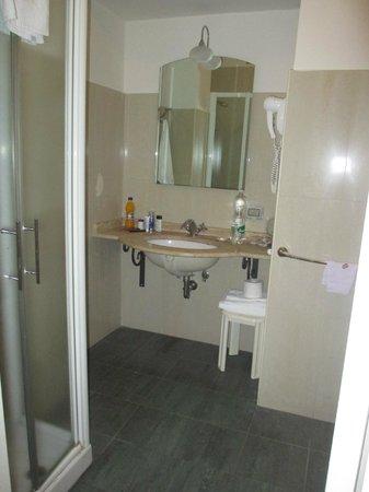 Hotel Nuvo: bathroom