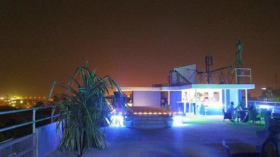 Hotel Beausejour Mirabel : Terrasse Bar Lounde - LE PLEIN CIEL