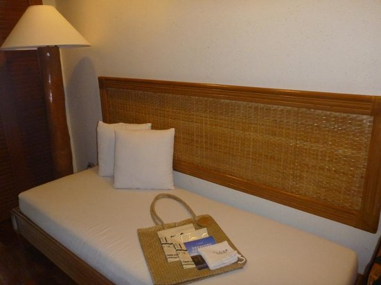 El Nido Resorts Lagen Island : Forest Room - daybed