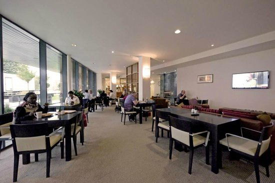 Staybridge Suites Newcastle: Spacious dining area, normally used only for breakfast.