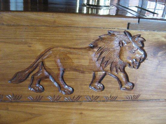 Seronera Wildlife Lodge: Wood carving