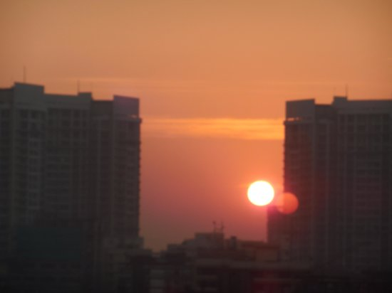 ITC Grand Central: Sunrise from 16th floor hotel room