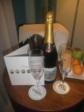 Alexander The Great Beach Hotel: 'Champers for Hubby's birthday'