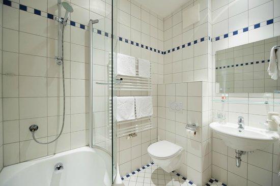 Hotel Garni Sunshine: Badezimmer