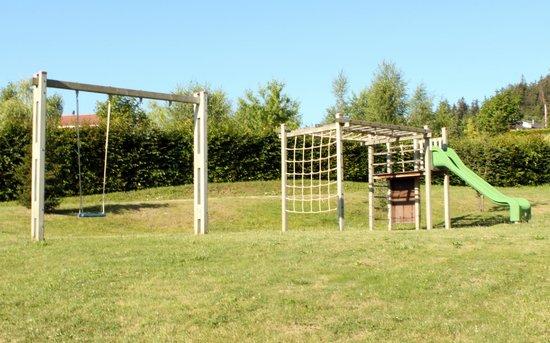 Auberge Le Petit Paradis : Place de jeux