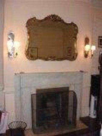 Lafayette House: cheminée dans la chambre