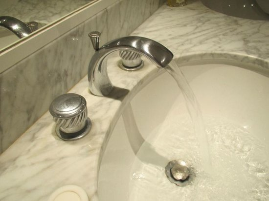 Hotel des Augustins : These are the best robinets, or faucets, I have ever encountered.