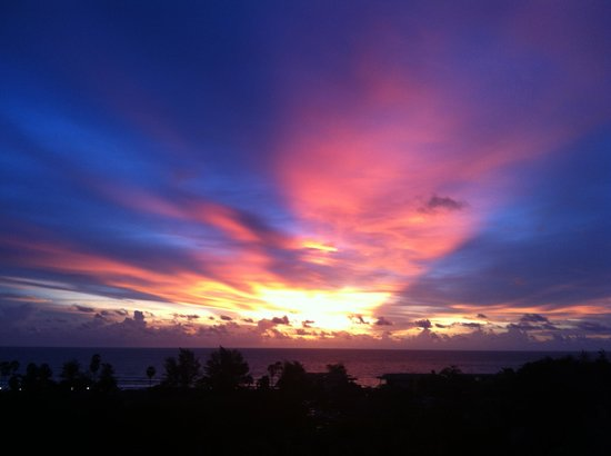 Movenpick Resort & Spa Karon Beach Phuket : Sunset form our ocean view room