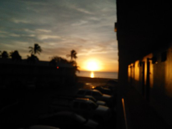 Best Western Key Ambassador Resort Inn: sunrise at the hotel