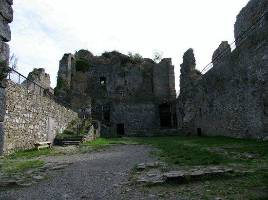 Chateau de Franchimont: Внутренние помещения