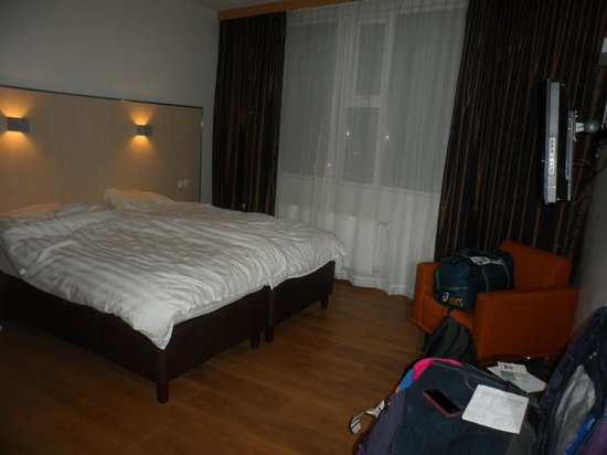 Hotel Klettur: our room - modern, clean with plenty of floor space - only small disappointment 2 single beds&du