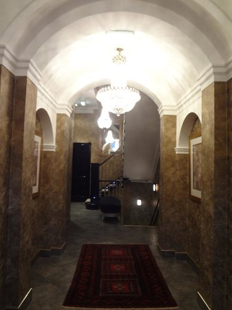 Nira Caledonia: Entrance to stairway and rooms
