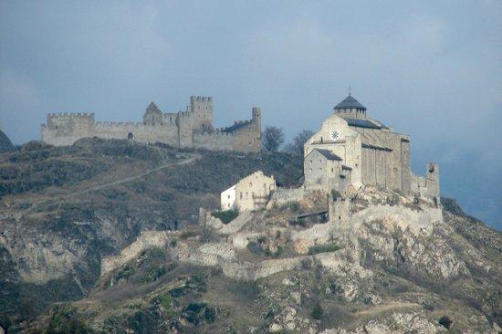 Chateau de Tourbillon: da valle