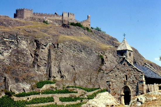 Chateau de Tourbillon: chiesina ognissanti