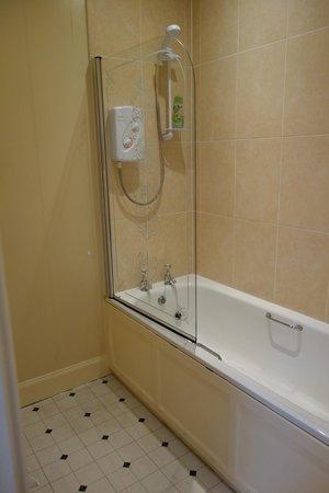 The Border Hotel: Bathroom