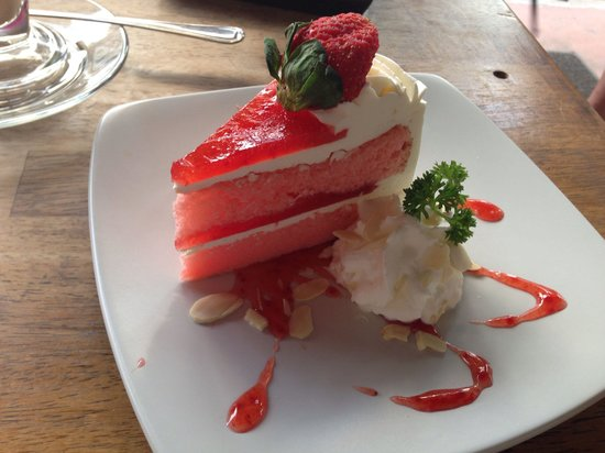 Fresh Cafe: Strawberry Fresh Cream Cake