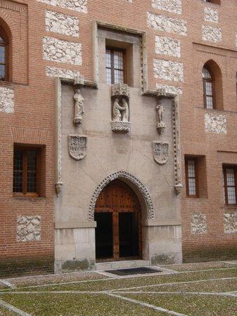 Castillo de la Mota: Una vista del interior del patio