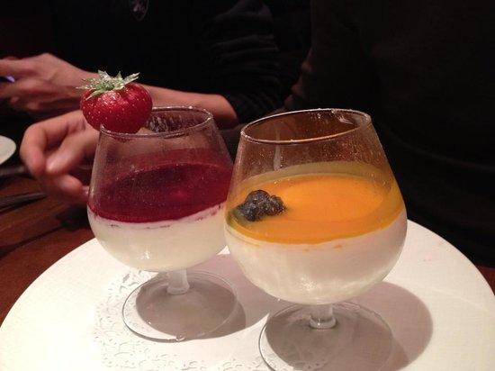 Bellagio : pannacotta à la mangue et aux fruits rouges