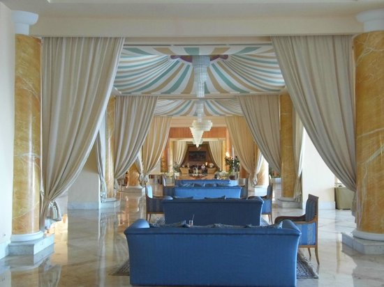 Bellevue Park: Beduin Style Drapes in Lounge Areas