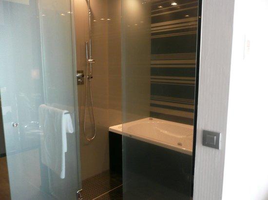 Eurostars Palace: ducha y bañera