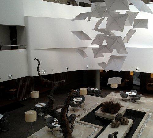 Radisson Blu Conference & Airport Hotel: Бар хол