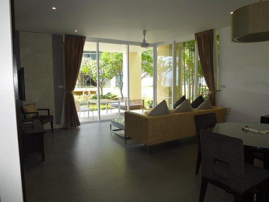 Movenpick Resort and Spa Karon Beach Phuket : Residence Lounge Rm 706