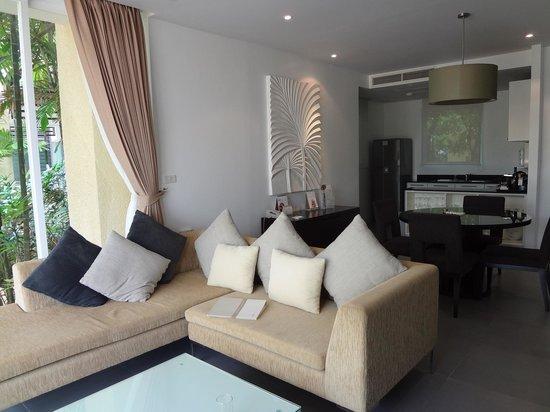 Movenpick Resort and Spa Karon Beach Phuket : Lounge Kitchen rm 706