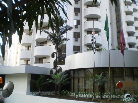 Paulista Wall Street Suites : Sacada do nosso apartamento no 1º andar.