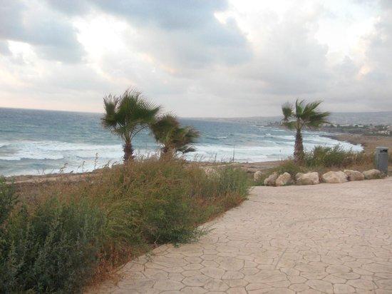 Helios Bay Hotel: дорога к пляжу. начало