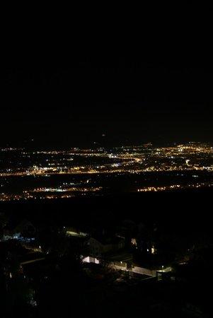 El Balcon de las Nieves: Granada desde la ventana