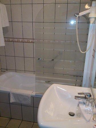Planet Hotel: salle de bains propreté