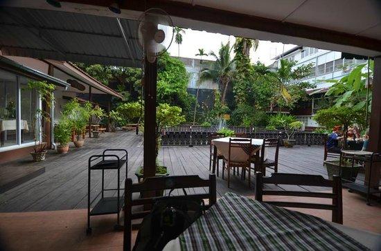 Hotel Lao: Eating area