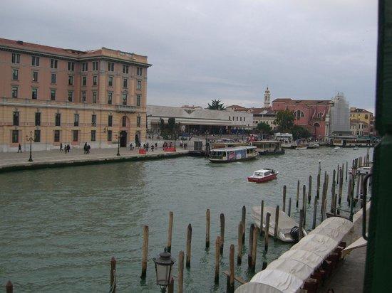 Hotel Canal : vista della stazione S.Lucia dalla camera