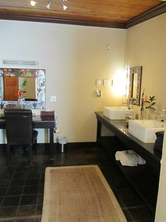 Woodall Country House and Spa: Bathroom