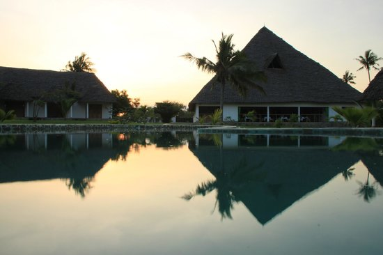 Diani Bay Resort: Vue de la piscine