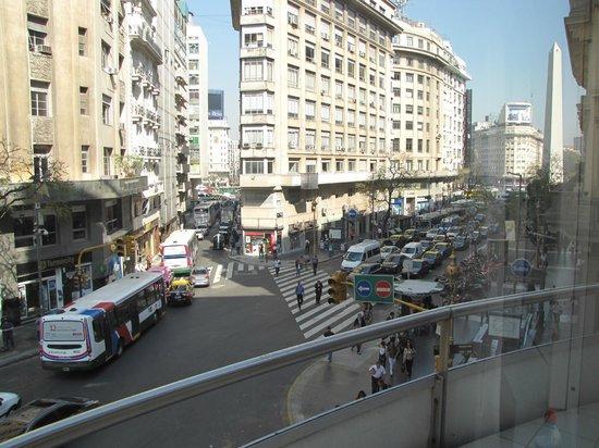 Hotel NH Buenos Aires Latino: Vista do Quarto
