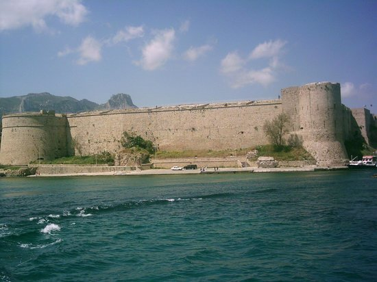 Kyrenia Harbour: Castle ramparts from the sea