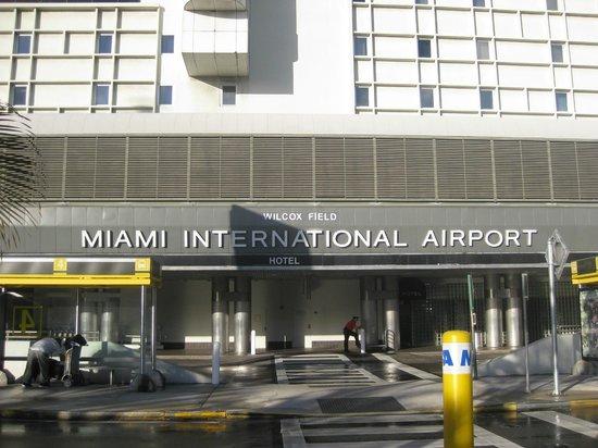 Miami International Airport Hotel: Vista dell'ingresso principale