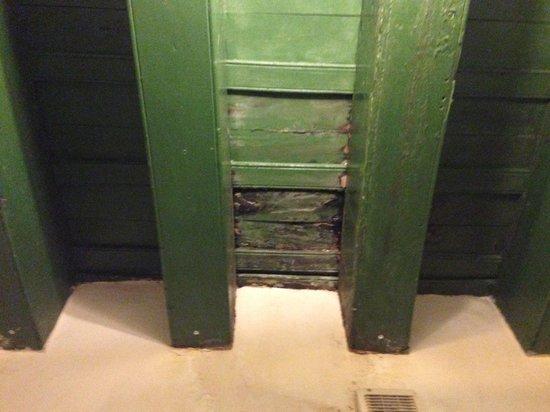 Hotel Florida: gootera en el baño
