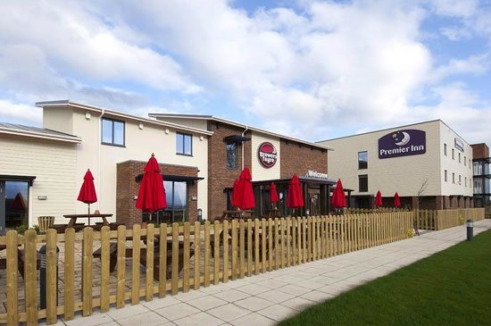 Premier Inn Exeter (M5 J29) Hotel: Outside Brewers Fayre and Premier Inn