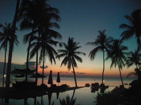 Kupu Kupu Phangan Beach Villas and Spa by l'Occitane: Outer pool with sunset view