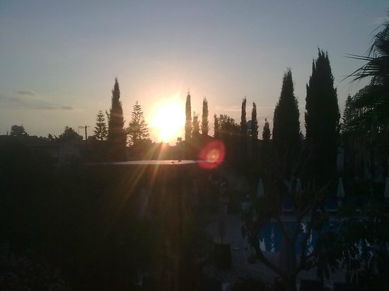 Apollonia Holiday Apartments: Sunset from balcony, Room 16.