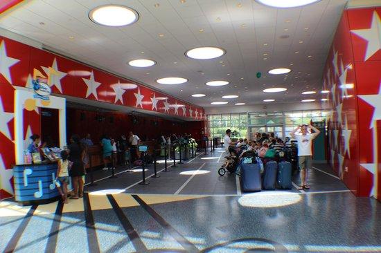 All Star Resort: Hall de entrada e recepção