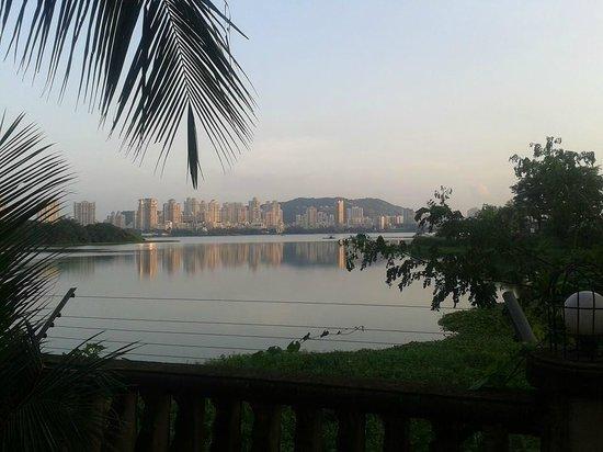 Lakeside Chalet, Mumbai - Marriott Executive Apartments: Stunning view from the Renaissance